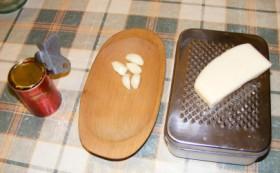 Paradicsomos krém - Nyisd ki a konzervet, pucold meg a fokhagymát, reszeld le a sajtot!