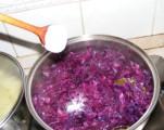 Párolt vöröskáposzta - 1 fakanál sóval sózd meg a káposztát!