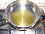 Gombás rakott káposzta - Önts olajat a serpenyőbe, a káposzta párolásához!