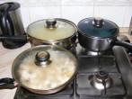 Gombás rakott káposzta - Párolódik a káposzta, a rizs és a gomba.