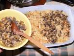 Gombás rakott káposzta - Az összes gombát terítsd rá egyenletesen a rizsre!