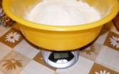 Aranygaluska - Egy tálban mérd le a 80 dkg lisztet!