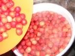 Cseresznyebefőtt - A cseresznye felét borítsd a forró vízbe!