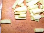 Párolt zöldbab - Ha a darabolás végén kilóg néhány hosszabb zöldbab, akkor azt még külön vágd fel!