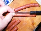Savanyú krumplileves - Hasítsd végig a kolbászbőrt!