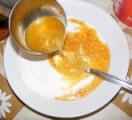 Savanyú tojásleves - A merőkanál levest öntsd a tányérodban lévő tejfölre!