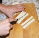 Tofus tortilla - Vágd fel a tofu-lapokat 1 cm széles csíkokra!