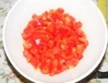 Tofus tortilla - A feldarabolt paprikák a tálban
