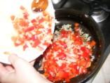 Tofus tortilla - Borítsd a paprika-hagyma keveréket az olajba!