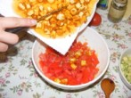 Tofus tortilla - Kapard a tofut is a tálba, a paprika-hagyma-paradicsomhoz!