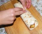 Tofus tortilla - Készen van a töltött tortilla göngyöleg