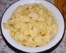 Savanyú krumplifőzelék - Krumplidarabolás kész.