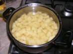 Savanyú krumplifőzelék - A víz lepje el a krumplit!
