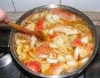 Csirkepörkölt - Fakanállal nyomkodd bele a zöldségeket a lébe!