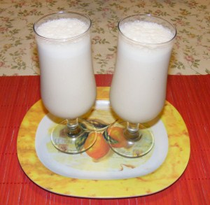 Őszibarack turmix - Kész, 2 pohárban.