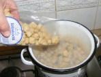 Szójabrassói - Borítsd a szójakockákat a forró vízbe!