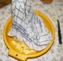 Szójabrassói - Öntsd vissza a krumplit a konyharuhából a tálba!