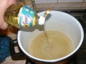Szójabrassói - Önts olajat egy nagy fazékba!