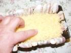 Csirkemelles töltelék - A kezeddel terítsd szét egyenletesen a reszelt sajtot!