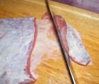 Marhapörkölt - Ha a húsnak mindkét oldala kövér, akkor már a csíkozásnál is told le az ínról a húst!