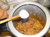 Marhapörkölt - Sózd meg a pörköltöt 1 fakanál sóval!