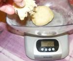 Pozsonyi patkó - A kis cipóhoz tegyél még tésztát; csípj le egy nagyobb darabból!