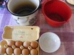 Piskótatorta eperrel - Készítsd oda a tojáskettéválasztáshoz szükséges csöbröket!