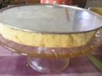Piskótatorta eperrel - Tedd a tortaforma sima sütőlapját a sületlen féltortára!r