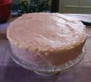 Piskótatorta eperrel - Készen van a puncskrémes torta, már csak díszíteni kell.