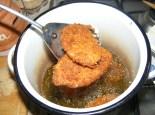 Rántott krumpli - Ha a másik oldala is szép barnára sült, szedd ki őket!