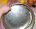 Diótorta - Illeszd be a tortasütő formába az alját!