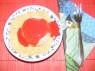 Epres krémtúró muffinformában - Kész, tányéron, eperöntettel.