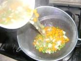 Sajt-tekercs - Szűrd le egy másik fazékba a megfőtt zöldség levét!