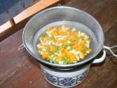 Sajt-tekercs - Tedd hideg helyre hűlni a leszűrt zöldséget!