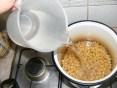 Paradicsomos csicseriborsóleves - Öntsd tele a fazekat vízzel!