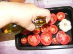 Paradicsomos csicseriborsóleves - Locsold meg olajjal a paradicsomot és a fokhagymát!