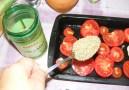 Paradicsomos csicseriborsóleves - Szórd meg a paradicsomokat és a fokhagymát 2 evőkanál oregánóval!