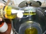 Paradicsomos csicseriborsóleves - Önts 2 evőkanálnyi olajat a fazékba!