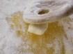 Rácsoa almatorta - A keverő fakanállal nyomd szét a porcukor-görcsöket!