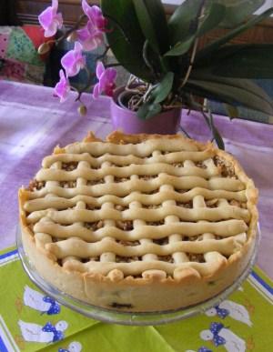 Rácsos almatorta - Kész, tortatartón.