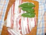 Zsályás csirkenyárs - Borítsd be zsályalevelekkel a baconös csirkemellet!