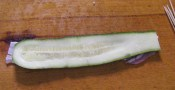Göngyölt cukkini - Második réteg: egy szelet cukkini