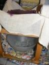 Bodzabogyószörp és bodzalekvár - Tégy a székbe, a géz alá egy tálat, amibe csöpög majd a bodzalé!