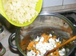Karfiolleves - Zuttyintsd a fazékba a karfiolokat!
