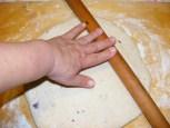 Lilahagymás kifli - Nyújtsd ki a tésztát!