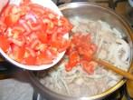 Cukkinis aprópecsenye - Borítsd a paradicsomot a húshoz!