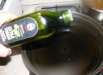 Cukkinis aprópecsenye - Önts olajat egy nagyobb serpenyőbe a cukkininek!