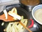 Cukkinis aprópecsenye - 5 perc sütés után szedd ki a cukkinirudakat!
