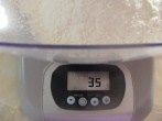 Olajbogyós kenyér - 35 dkg sima liszt kimérve.