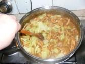 Kínai kaja - Keverd össze a paprikát a hússal!